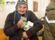 Az ajándékok mellett tartós élelmiszerrel is segítettük a nélkülözőket